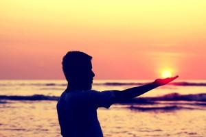 sun-in-hand-693382_1920